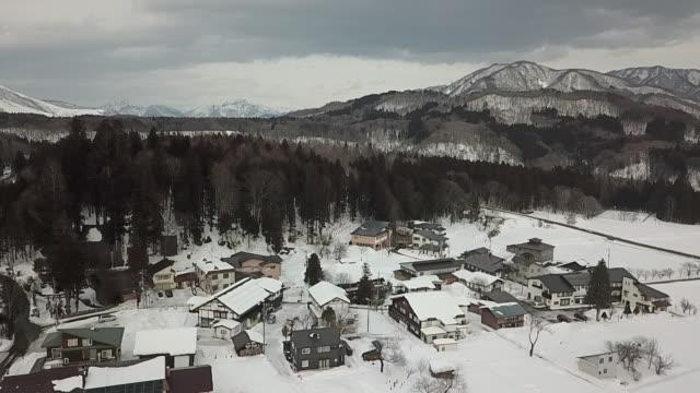 vídeos de stock, filmes e b-roll de hakuba one of japan's top winter resort areas offering some of the best winter sports action in japan hakuba comprises nine ski resorts stretched... - nagano
