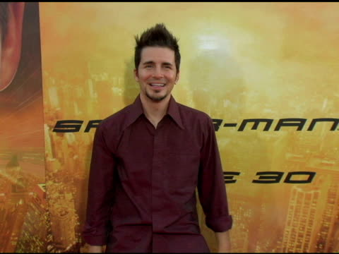 hal sparks at the 'spider-man 2' los angeles premiere arrivals at the mann village theatre in westwood, california on june 22, 2004. - sparks点の映像素材/bロール