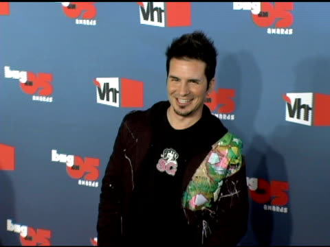 hal sparks at the vh1 big in '05 at sony studios in los angeles, california on december 3, 2005. - sparks点の映像素材/bロール