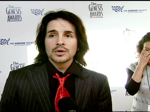 hal sparks on not eating meat and the good of the event at the 2008 genesis awards at the beverly hilton in beverly hills, california on march 30,... - sparks点の映像素材/bロール
