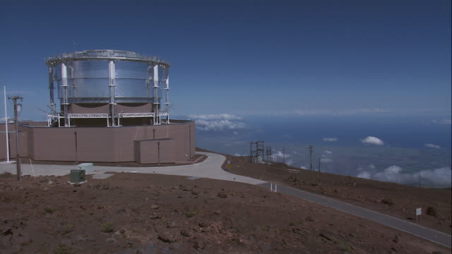 ws haleakala high altitude observatory on a hilltop / maui, hawaii, united states - department of defense stock videos & royalty-free footage