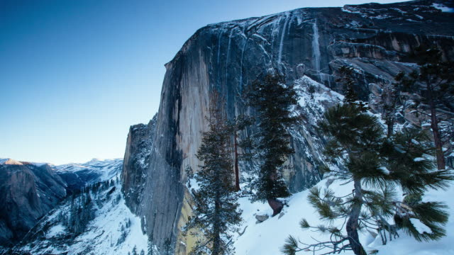 half dome diving board sunrise - yosemite nationalpark stock-videos und b-roll-filmmaterial