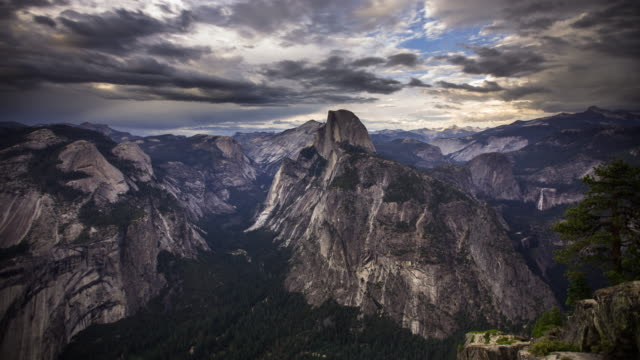 half dome from glacier point, yosemite national park, day to night time lapse - half dome stock videos & royalty-free footage
