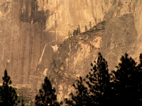 vídeos de stock e filmes b-roll de cu, zo half dome, yosemite national park, california, usa - ponto de referência natural