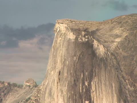 cu, zo, ws half dome, yosemite national park, california, usa - naturligt landmärke bildbanksvideor och videomaterial från bakom kulisserna