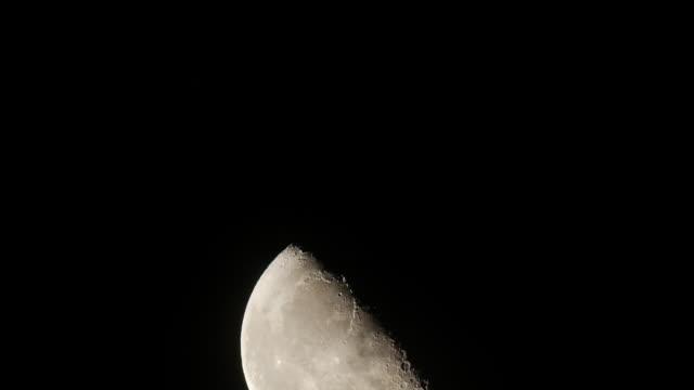 half full moon rising time lapse - weltraum und astronomie stock-videos und b-roll-filmmaterial