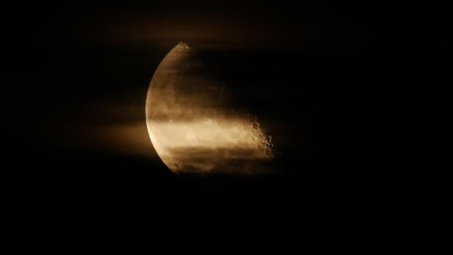 half moon rising time lapse - weltraum und astronomie stock-videos und b-roll-filmmaterial