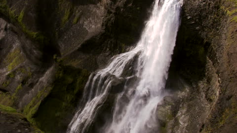 vidéos et rushes de halfoss waterfall iceland - panoramique