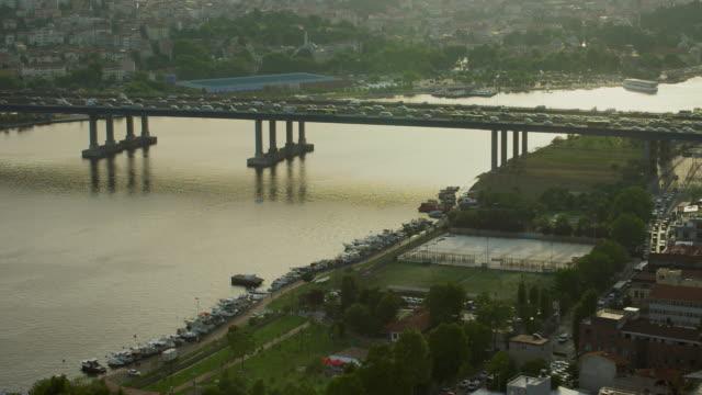 halic bridge and golden horn istanbul - イスタンブール 金角湾点の映像素材/bロール