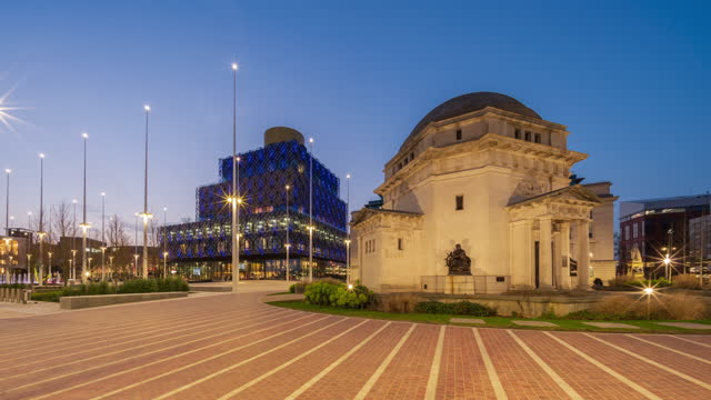 hall of memory and library of birmingham in birmingham, uk - day to night - 4k time-lapse (tilt-up) - west midlands stock videos & royalty-free footage