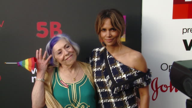 """halle berry and alison moed at the u.s. premiere of """"5b"""", a film presented by ryot, a verizon media company, at opening night of pride at pacific... - ハル・ベリー点の映像素材/bロール"""