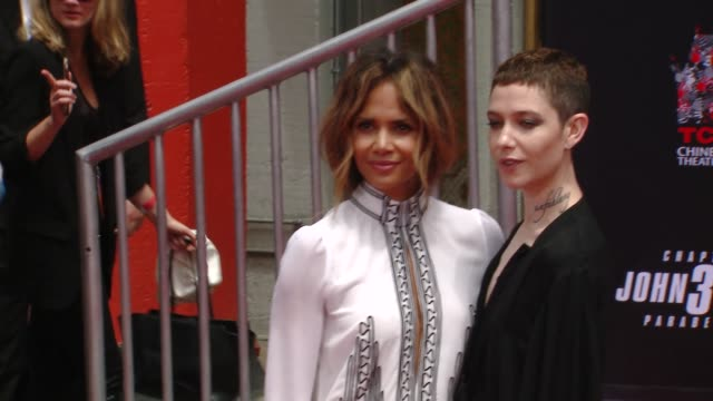 halle berry and asia kate dillon at keanu reeves hand & footprint ceremony at tcl chinese theatre on may 14, 2019 in hollywood, california. - ハル・ベリー点の映像素材/bロール