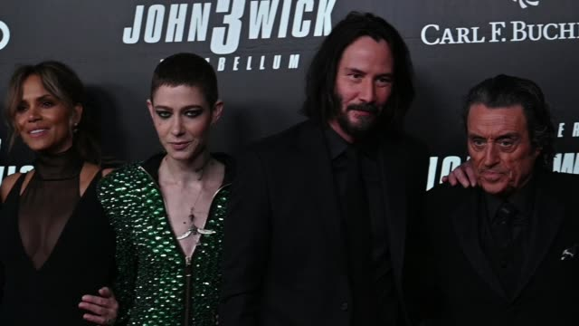 """halle berry, asia kate dillon, keanu reeves & ian mcshane at the """"john wick: chapter 3"""" world premiere at one hanson place on may 09, 2019 in new... - ハル・ベリー点の映像素材/bロール"""