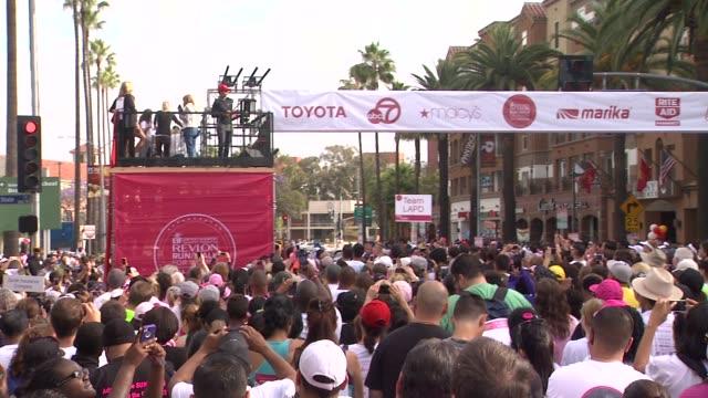 halle berry at 21st annual eif revlon run walk for women in los angeles, ca 5/10/14 - レブロン点の映像素材/bロール