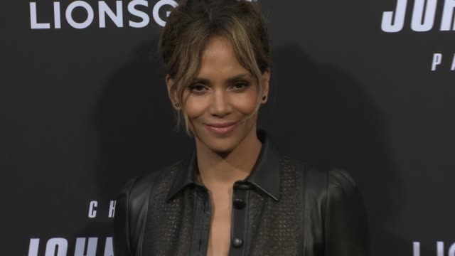 vídeos de stock, filmes e b-roll de halle berry at john wick chapter 3 parabellum los angeles special screening at tcl chinese theatre on may 15 2019 in hollywood california - halle berry
