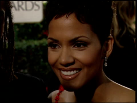 halle berry at the 2000 golden globe awards at the beverly hilton in beverly hills, california on january 23, 2000. - golden globe awards stock videos & royalty-free footage
