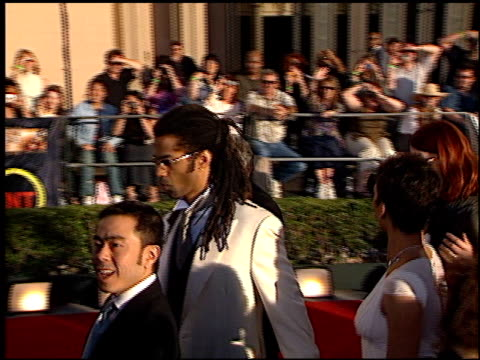 stockvideo's en b-roll-footage met halle berry at the 2002 screen actors guild sag awards at the shrine auditorium in los angeles california on march 10 2002 - screen actors guild