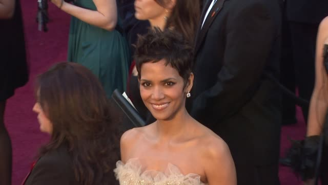 halle berry at the 83rd annual academy awards arrivals part 2 at hollywood ca - academy awards stock videos & royalty-free footage