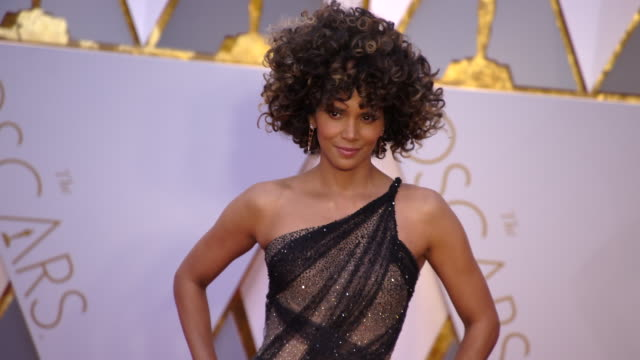 halle berry at the 89th annual academy awards arrivals at hollywood highland center on february 26 2017 in hollywood california 4k - halle berry stock videos and b-roll footage