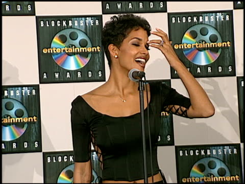 halle berry at the blockbuster awards at hollywood pantages theater in hollywood california on march 11 1997 - 1997 stock videos & royalty-free footage