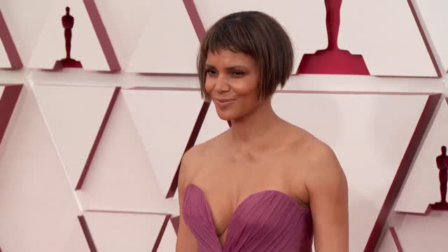 halle berry at the 93rd annual academy awards - arrivals on april 25, 2021. - academy awards video stock e b–roll