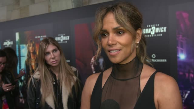 """halle berry on filming in new york city, on being back wher it was filmed, on what fans can expect at """"john wick: chapter 3 - parabellum"""" new york... - ハル・ベリー点の映像素材/bロール"""