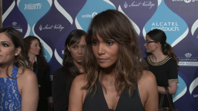 vídeos de stock, filmes e b-roll de interview halle berry on how she feels about being honored for her philanthropic work why she thinks the entertainment industry can have an impact in... - halle berry