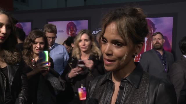 """halle berry on the film at """"john wick: chapter 3 - parabellum"""" los angeles special screening at tcl chinese theatre on may 15, 2019 in hollywood,... - ハル・ベリー点の映像素材/bロール"""