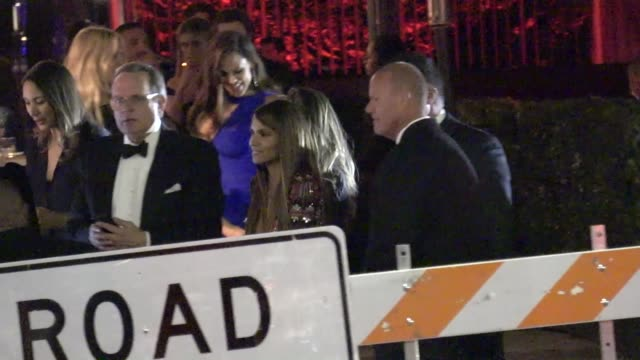 vídeos de stock, filmes e b-roll de halle berry outside the vanity fair oscar party in beverly hills in celebrity sightings in los angeles - halle berry