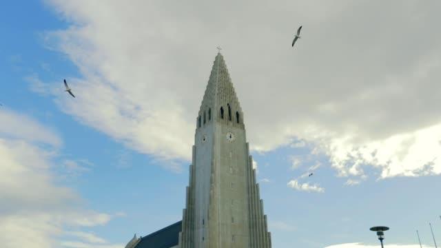 Hallgrimskirkja kathedraal Reykjavik in IJsland, slow-motion