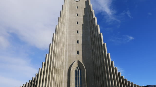 hallgrimskirkja church in reykjavik, iceland - cristianesimo video stock e b–roll
