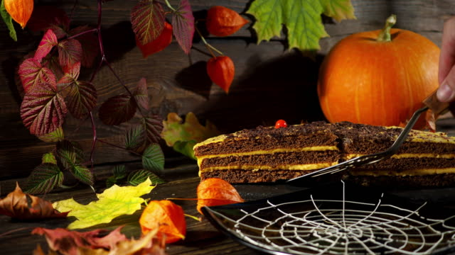 Halloween cake serving
