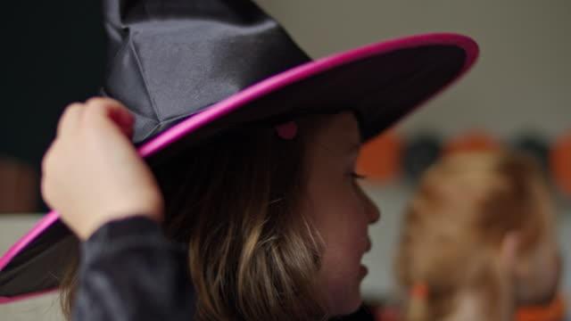 halloween girl - kopfbedeckung stock-videos und b-roll-filmmaterial