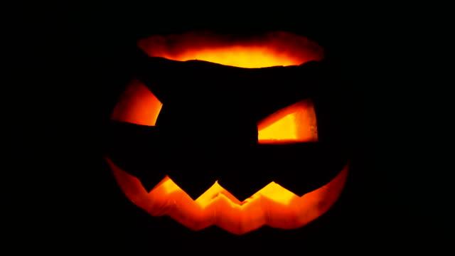 halloween jack o lantern i mörkret - kurbits bildbanksvideor och videomaterial från bakom kulisserna