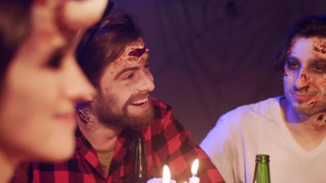 halloween party/ debica/ poland - 談笑する点の映像素材/bロール