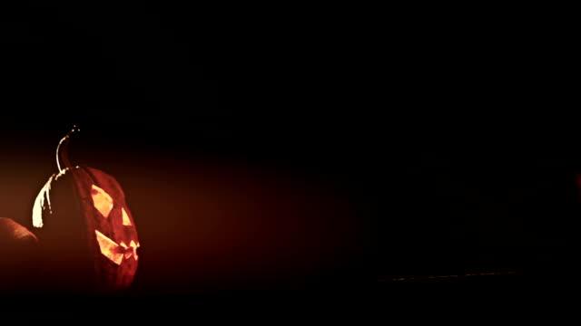 vídeos y material grabado en eventos de stock de halloween calabaza glow en la oscuridad - calabaza no comestible