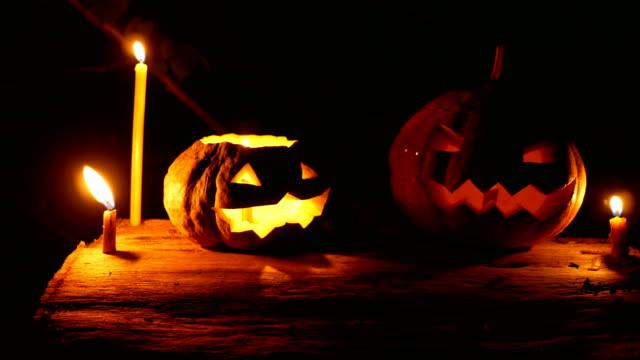 vídeos y material grabado en eventos de stock de calabaza de halloween que brilla en la oscuridad - calabaza no comestible