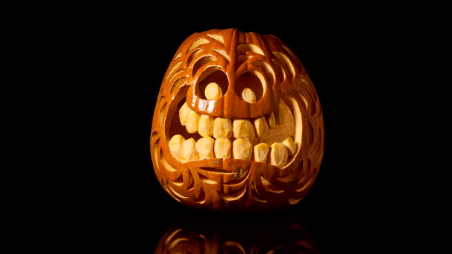 halloween zucca marcisce time lapse - deterioramento video stock e b–roll