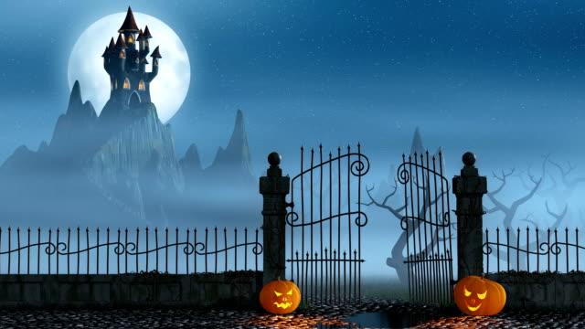 stockvideo's en b-roll-footage met halloween pumpkins next to a gate of a spooky castle - kasteel