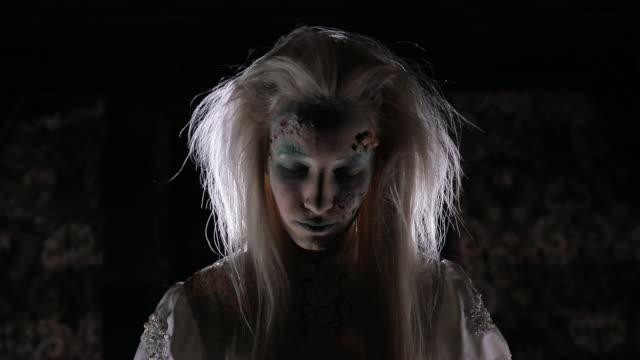 ハロウィーンの魔女 - 魔術師点の映像素材/bロール