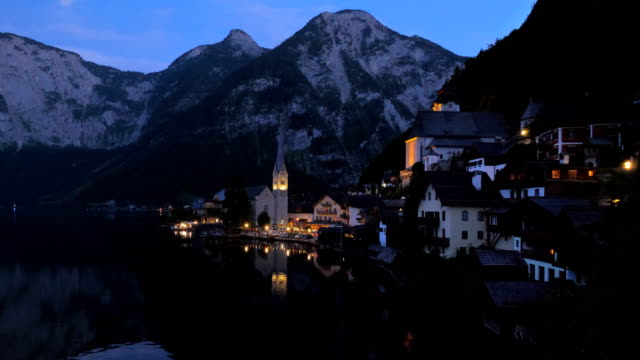 hallstatt at night - establishing shot点の映像素材/bロール