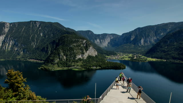 Hallstatt Skywalk zoomback