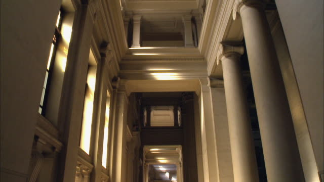 vidéos et rushes de ms, td, hallway in courthouse, brussels, belgium - justice concept