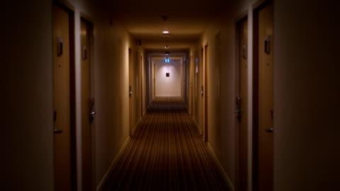vídeos y material grabado en eventos de stock de corredor - pasillo característica de edificio