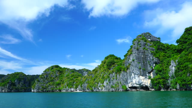 halong bay, unesco world heritage site, quang ninh province, vietnam, asia - unesco world heritage site点の映像素材/bロール