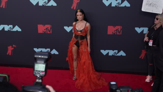 halsey at 2019 mtv video music awards at prudential center on august 26 2019 in newark new jersey - mtv video music awards stock videos & royalty-free footage