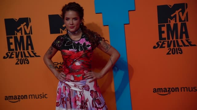 slomo halsey at 26th mtv europe music awards on november 03 2019 in seville spain - mtv点の映像素材/bロール