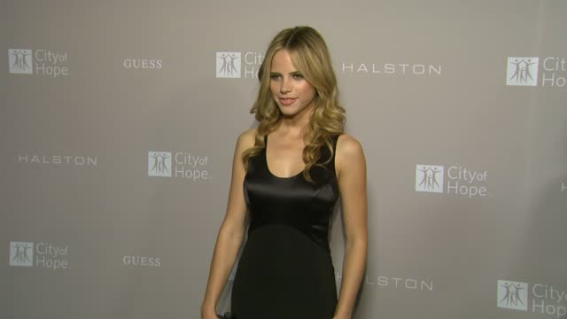 halston sage at city of hope honors halston ceo ben malka with spirit of life award on in los angeles ca - halston stock videos & royalty-free footage