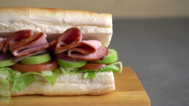 Skinka och sallad ubåten smörgås