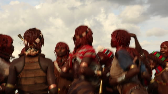 hamar tribe during the bull jumping ceremony the young women are dancing and provocating the young men during the whipping ritual omo river ethiopia - アフリカの角点の映像素材/bロール